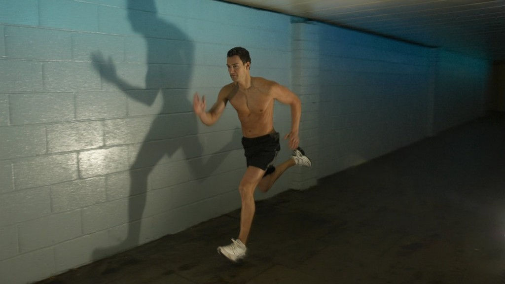 man-sprinting-indoors-cardio-tips.jpg