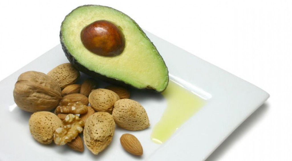 omega-3-fatty-acids-avocado-walnuts_0.jpg
